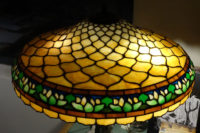Duffner & Kimberly Waterlily Border Table Lamp