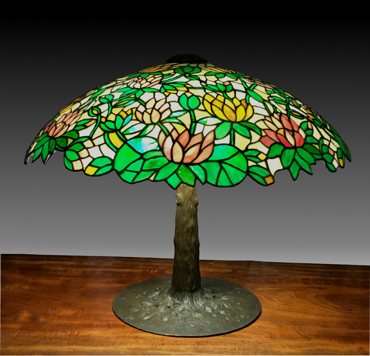 Suess Ornamental Stained Glass Lily Table Lamp