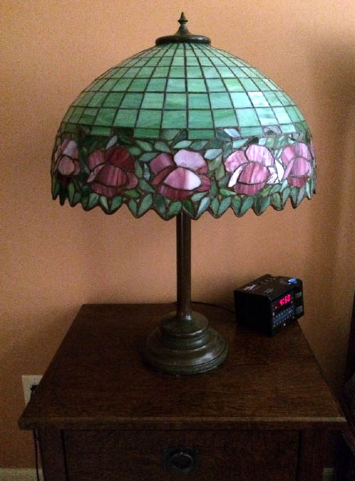 Unique Floral Border Table lamp